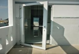 Cửa nhựa loãi thép hệ cửa quay 1 cánh