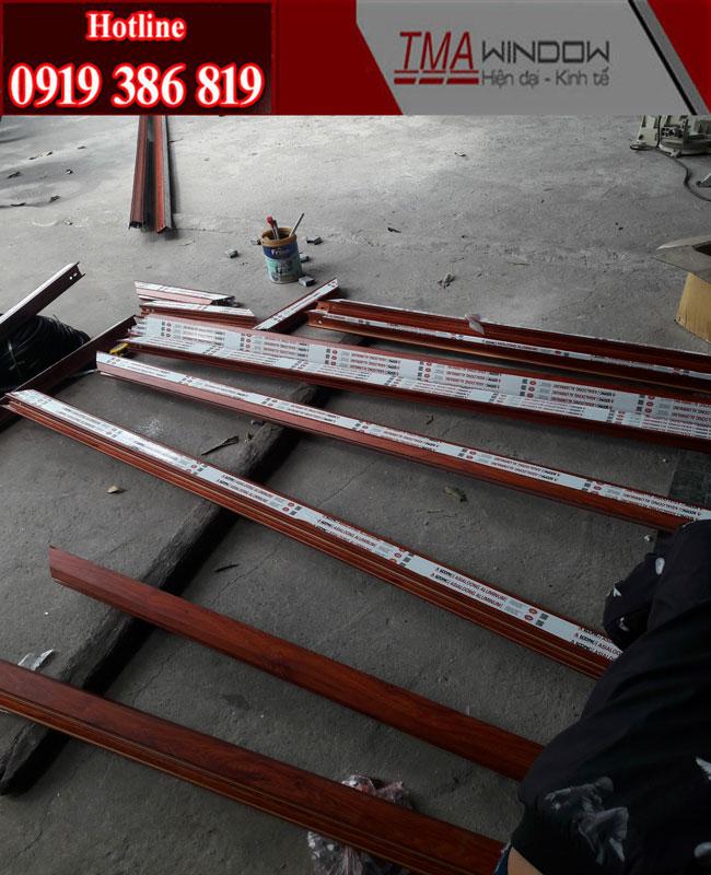 Cửa Nhôm Zhongkai vân gỗ